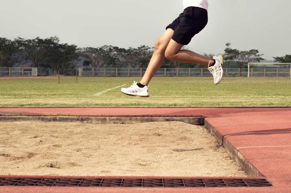 走り幅跳び 画像